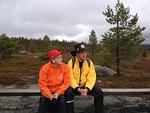 Lion Helvi Lantto ja DG Matti Mälkiä tarkkaavaisina