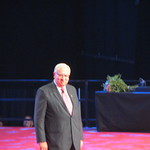 Puhumassa kauden 2012 - 2013 kansainvälinen presidentti Wayne Madden.