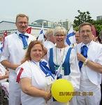 N-piirin kuvernööri Jukka ja Lea Kärkkäinen kanssamme lähdössä marssimaan